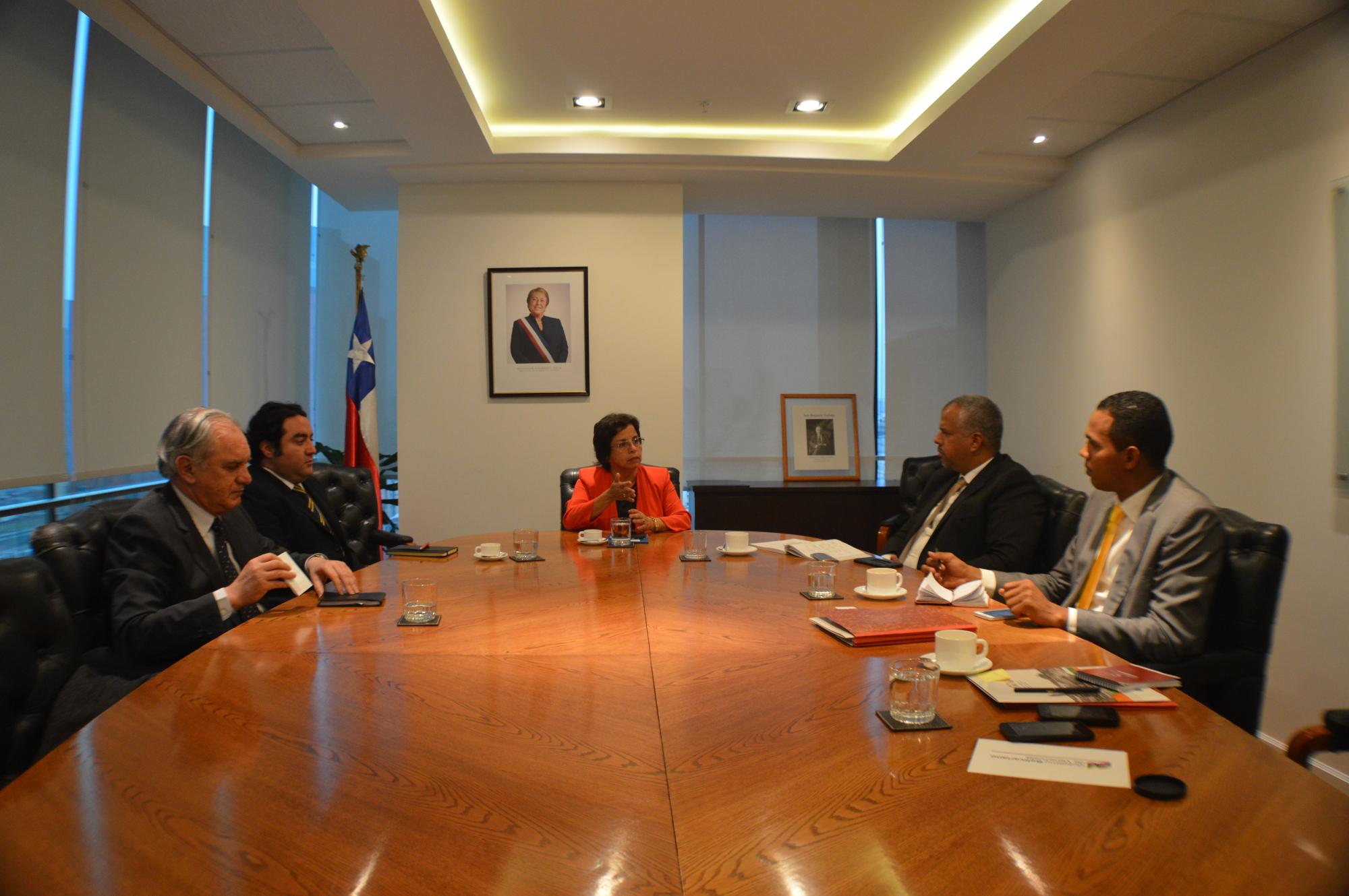 Aurora Williams, ministra de minería de Chile, recibió en su despacho a la delegación venezolana