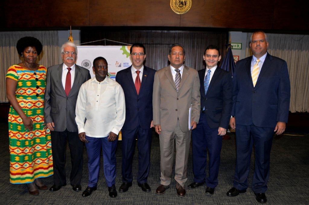 Godfrey Oliphant, viceministro de recursos minerales de Sudáfrica, encabezó la delegación del país africano