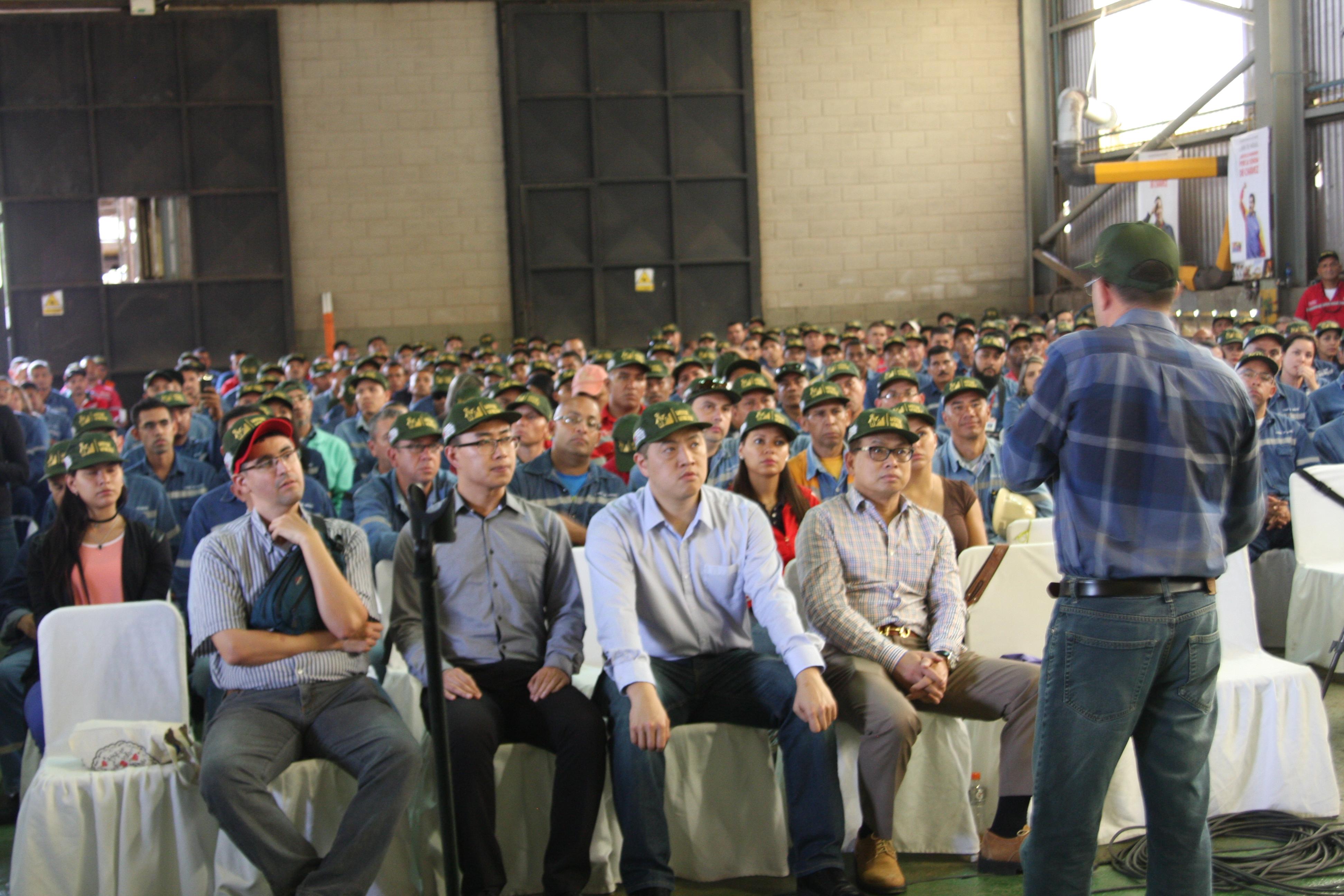 El pueblo minero trabajador acudió en masa al llamado a Asamblea