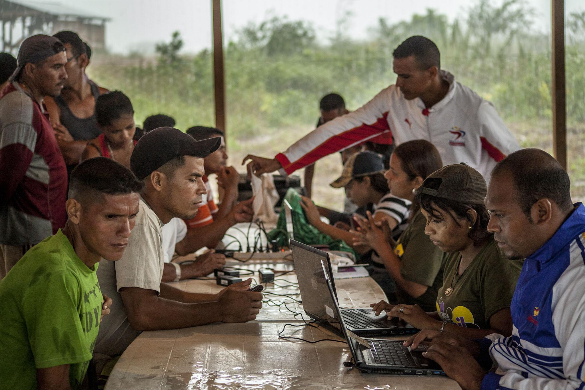 Misión Piar y Chamba Juvenil apoyan Registro Minero