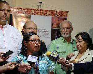 Indígena Yaritza Aray_Seminario de Políticas Públicas Mineras_1